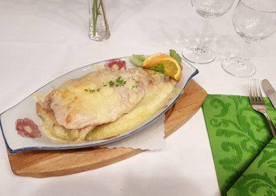 Maultaschen mit Schinken Käse überbacken